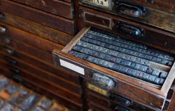 Caractères imprimerie tiroir